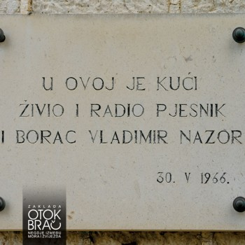 SPOMEN-PLOČA (foto © Robert Barilla)